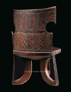 High back chair with three legs, Oromo, Ethiopia, Jimma region - The Barbier-Mueller Museum Ethnic Design, African Design, African Art, African Furniture, African Sculptures, High Back Chairs, Tribal Art, Black Art, Arts And Crafts