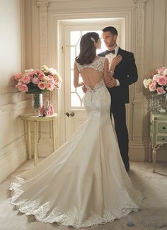 Sophia Tolli Spring 2016 Bridal Collection is a luxurious parade of gorgeous wedding dresses that ensures a WOW from your groom. Wedding Robe, Lace Wedding Dress, 2016 Wedding Dresses, Mod Wedding, Perfect Wedding Dress, Designer Wedding Dresses, Bridal Dresses, Wedding Gowns, Keyhole Back Wedding Dress