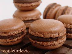 Macarons au chocolat et rappel de la recette de base pour les coques à la meringue italienne