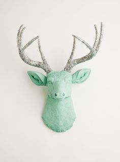 Cabeça de Alce The Agnes | Stag Deer Head | Faux Taxidermy | Seafoam Green Resin W/Silver Glitter Antlers