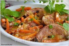 Karkówka duszona w sosie własnym z marchewką i kolorowym pieprzem