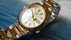 Huyền Thoại Thời Gian Đồng Hồ Seiko 5 Automatic 21 Jewels 7S26  Tại thời điểm mà những chiếc đồng hồ Thụy Sỹ đang ở trên đỉnh cao của danh vọng với mức giá vô cùng đắt đỏ và không phải ai cũng có thể sở hữu thì sự xuất hiện của những chiếc đồng hồ Seiko 5 Automatic 21 Jewels 7S26 với giá rẻ như một đòn giáng mạnh vào những ông trùm đồng hồ, khiến thế giới đồng hồ Thụy Sỹ gần như trao đảo.