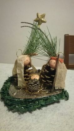 A diy inspiration Christmas Candle Decorations, Christmas Flowers, Diy Christmas Ornaments, Simple Christmas, Holiday Decor, Jesus Crafts, Circle Crafts, Pinecone Ornaments, Nativity Crafts