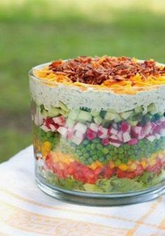 Seven Layer Salad seriously the best healthiest salad I've ever loved! The post Layered Salad appeared first on Tasty Recipes. One Dish Meals Tasty Recipes Think Food, Love Food, Healthy Salads, Healthy Recipes, Salad Recipes, Seven Layer Salad, Great Recipes, Favorite Recipes, Popular Recipes