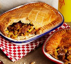 Try this twist on an American classic – the cheesesteak filling is normally packed in a sub-style roll, but here it's topped with homemade, crumbly pastry instead Pie Pastry Recipe, Pastry Recipes, Cooking Recipes, Savoury Recipes, Tart Recipes, Banana Spring Rolls, Bbc Good Food Show, Cottage Pie, Braised Pork