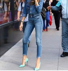 Double denim is back! Get ready for a new wave of double denim. Think dark polished looks with tailored pants and fitted jackets. Discover the secrets to making your double denim style look amazing. Mode Zendaya, Zendaya Outfits, Zendaya Style, Mode Outfits, Casual Outfits, Zendaya Swag, Zendaya Fashion, Casual Jeans, Casual Clothes