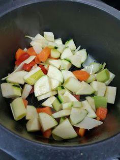 Cocina Basica y Fresca: MERLUZA EN SALSA CON ALMEJAS Y GAMBAS CBF@ Fresco, Fruit Salad, Cobb Salad, Salsa, Feta, Cheese, Blog, Beer Chicken, Fish Recipes