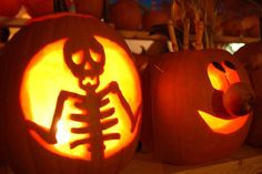 Coolest 'Stranger Things' Pumpkin You'll See This Halloween Classic Scary Pumpkin Jack-O-Lantern . Halloween 2018, Diy Halloween, Halloween Pumpkin Designs, Halloween Pumpkins, Vintage Halloween, Halloween Photos, Halloween Havoc, Halloween Camping, Halloween Skeletons