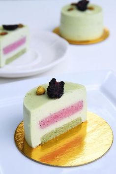 Recipe for SICILE, by Hidemi Sugino : 1. Pistachio Joconde, 2. Blackberry mousse, 3. Pistachio Mousse, 4. Soaking Syrup.