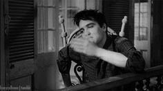 ♡♥Elvis blows a hand kiss! - click on GIF to make Elvis move♥♡