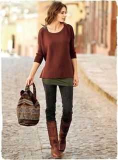 Fall style ~ skinny jeans + layered tank + layered sweater + riding boots. Schöne Farbenkombination für Herbst.