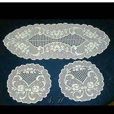 This Pin was discovered by Meb Filet Crochet Charts, Crochet Doily Patterns, Crochet Doilies, Crochet Lace, Lace Stencil, Fillet Crochet, Cross Stitch Heart, Crochet Tablecloth, Bargello