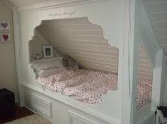seng skråtak - Google-søk Built In Bunks, Built In Bed, Built Ins, Alcove Bed, Bed Nook, Attic Bed, Attic Rooms, Swedish Interiors, Girls Bedroom