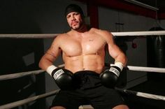 Heavyweight boxing champ dies at 44