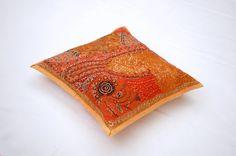 Housse de coussin brodée orange, tenture indienne orange, tenture murale, set de table, tenture brodée orange, artisanat indien de la boutique IndianShopbyDLFine sur Etsy