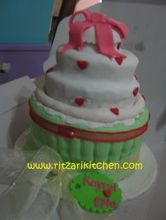 About This Cake Mom Is It Giant Cupcake Or Mini Wedding