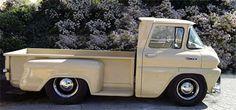 Vintage Trucks Classic This is cool. they made a cab-over out of a series Chevrolet - Hot Rod Trucks, Gm Trucks, Cool Trucks, Pickup Trucks, Cool Cars, Weird Cars, Diesel Trucks, Lifted Trucks, Custom Trucks
