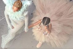 @beyonce and #blueivy look like actual angels at the #vmas. Click the link in…