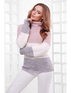 Удобный трехцветный свитер с высоким воротником-стойкой. Рост модели на фото 169 см. Опт 250 грн