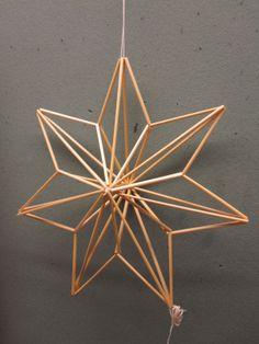 Olkityöt Straw Sculpture, Cardboard Sculpture, Office Christmas Decorations, Christmas Crafts, Christmas Star, Diy Straw, Parol, Star Diy, Stick Art