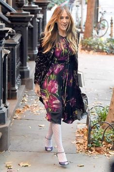 White Queen, Sarah Jessica Parker, Kimono Top, Tights, Runway, Footwear, Tops, Age, Star