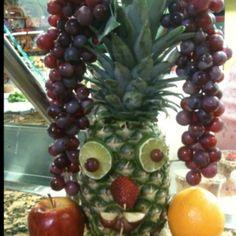 Super easy luau party decoration!
