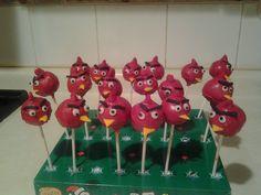 Divertidas pop cakes de angry bird.  Muy de moda... y sabrositas.