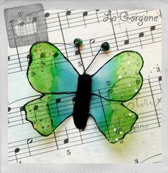 Papillon translucide vert, bleu, noir et pallettes. Recyclage par la Gorgone. : Autres art par la-gorgone