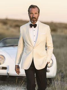 Charming White Groom Tuxedo Wedding Jacket Ideas - M&Ch - White Tuxedo Wedding, Groom Tuxedo Wedding, Ivory Tuxedo, White Wedding Suits For Men, Wedding Tuxedos, Bride Groom, Costume Blanc, Wedding Jacket, Men's Wedding Wear
