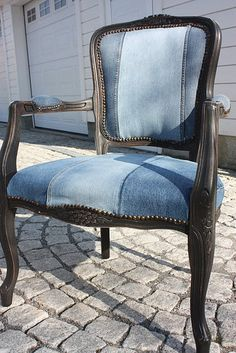 I have a chair that I keep saying I'm going to reupholster in blue jeans! recycled blue jeans for wood frame upholstery--there's a dining chair slipcover on this site that's perfect for my dining room! Denim Furniture, Repurposed Furniture, Antique Furniture, Artisanats Denim, Denim Purse, Recycled Denim, Chair Upholstery, Chair Cushions, Furniture Makeover
