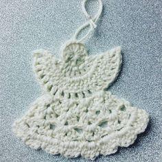 PennyMo: 14. december - hæklede engle Crochet Angel Pattern, Crochet Angels, Christmas Knitting, Christmas Diy, Diy Crochet, Crochet Baby, Baby Knitting Patterns, Crochet Patterns, Felt Hearts