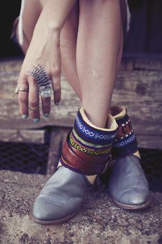 Gorgeous belted boho boots with Navajo print. Cute pastel nails and feather ring!