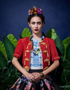Quintessential Frida Kahlo costume.