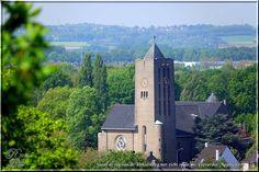 De St. Gerardus-Majellakerk gezien vanaf de top van de Heksenberg