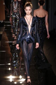 Sfilata Atelier Versace Paris - Alta Moda Autunno-Inverno 2013-14 - Vogue