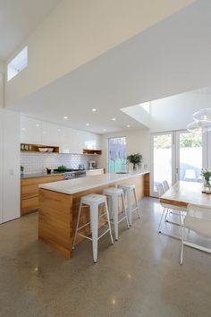 St Kilda – Award winning Kitchen and Bathroom design Melbourne by Patricia La Torre Home Decor Kitchen, Kitchen Interior, New Kitchen, Kitchen Ideas, Interior Design Inspiration, Home Interior Design, Kitchen Diner Extension, Küchen Design, Design Trends