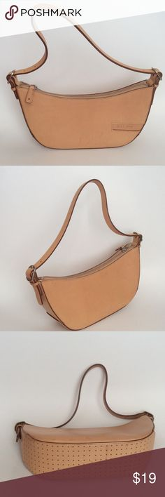 💕Lauren Ralph Lauren small Bag 💕 Beautiful small 100 %leather bag from RALPH LAUREN in perfect used condition son sings of normal wear CHECK PICS FOR CONDITION 014564786 Ralph Lauren Bags Mini Bags