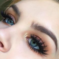 """217 Likes, 14 Comments - Jessica (@jburrmakeup) on Instagram: """"Close up of today's eye makeup! I really simple but glamorous bronzey look using the…"""""""
