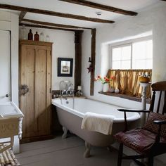 Want a bathroom like this one! Love the tub;)