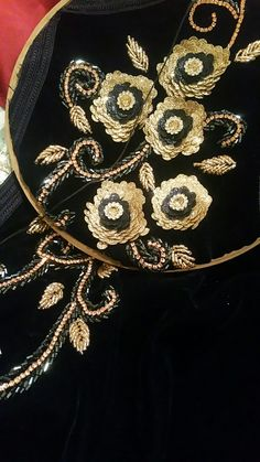 Brother Embroidery, Hand Work Embroidery, Beaded Embroidery, Embroidery Patterns, Zardosi Work Blouse, Jli Kurdi, Pakistan Wedding, Kaftan Style, Moroccan Caftan