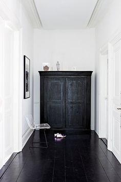 White walls / dark floor.