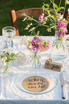 Inspiration für einfache DIY Ideen aus Papier für eine Hochzeit im vintage Look mit Kraftkarton und Trockenblumen