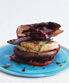 Grilled Veggie and Tofu Stack with Balsamic and Mint // ¿Eres fanático de los sandwiches, pero no de las calorías del pan? Te dejamos estas recomendaciones. #Gourmet