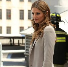 Castle season 7. Stana Katic hairstyle in season 6 and 3. Yareah readers prefer them!