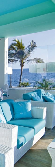 Riu Palace Meloneras - pool bar- teal decor - Gran Canaria - Spain - Completely renovated hotel - pool