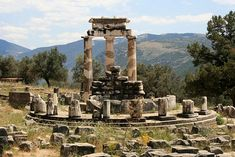 Oracle at Delphi: 'Know thyself'