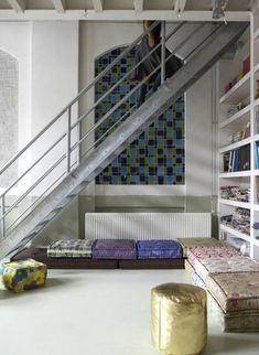 9 unique ways to decorate an open floor plan - Moroccan style loft Moroccan Bedroom, Moroccan Pouf, Modern Moroccan, Moroccan Interiors, Moroccan Decor, Moroccan Style, Moroccan Lanterns, Modern Interiors, Modern Interior Design