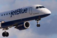 07/11/2017 - JetBlue plane makes emergency landing at JFK airport
