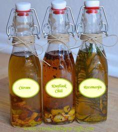 Kruiden olijfolie is heerlijk om te gebruiken in salades, om te marineren, te bakken of om je brood in te dippen. En het is niet moeilijk om te maken.