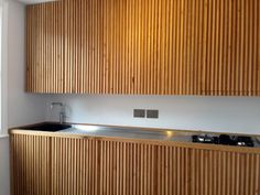 31 Modern Kitchen Area Concepts Every House Cook Needs to See Cabin Kitchens, Cool Kitchens, Apartment Interior, Kitchen Interior, Small Wooden House, Kitchen Doors, Cupboard Doors, Concrete Kitchen, Interior Decorating